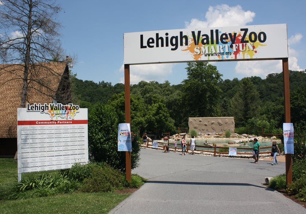 Lehigh Valley Zoo entrance gate 02